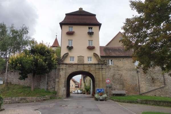 Lauffen am Neckar, Neues HeilbronnerTor